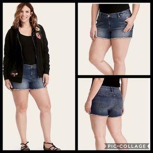 TORRID • frayed short shorts